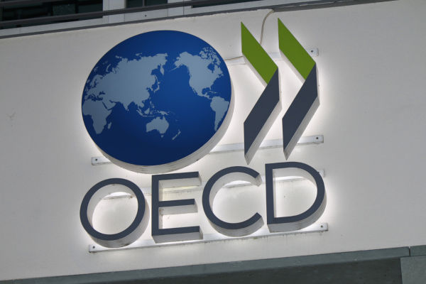 OCDE melhora projeção para PIB, mas não vê vacina para todos