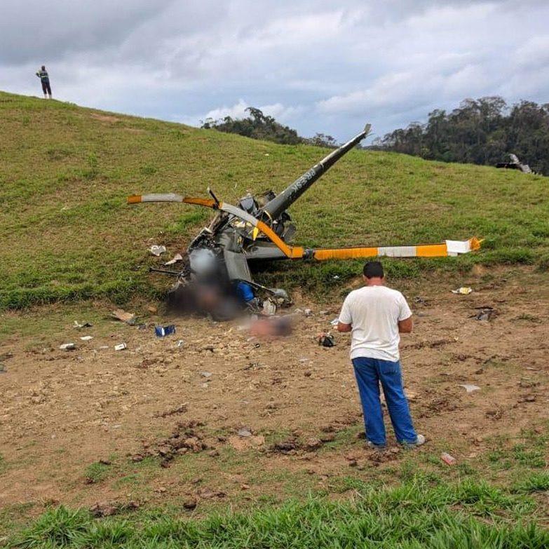 Dois homens morrem em queda de helicóptero no RJ