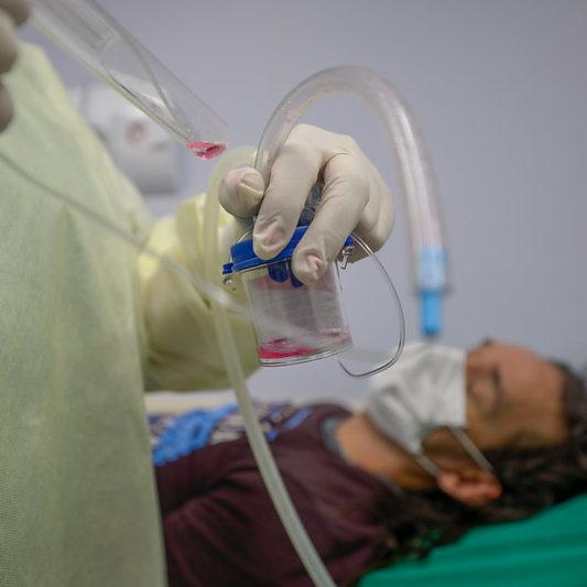 OMS diz que pandemia no Brasil preocupa e pede medidas agressivas