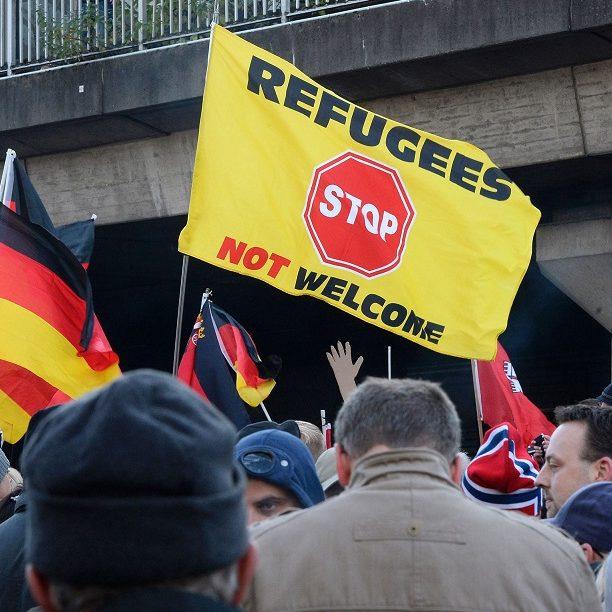 Extrema-direita europeia cresce em protestos contra governos