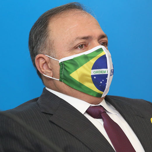 """Pazuello a Bolsonaro: """"É simples assim: um manda e o outro obedece"""""""