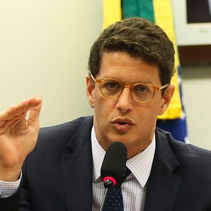 """Guerra de ministros: Salles chama Ramos de """"Maria fofoqueira"""""""
