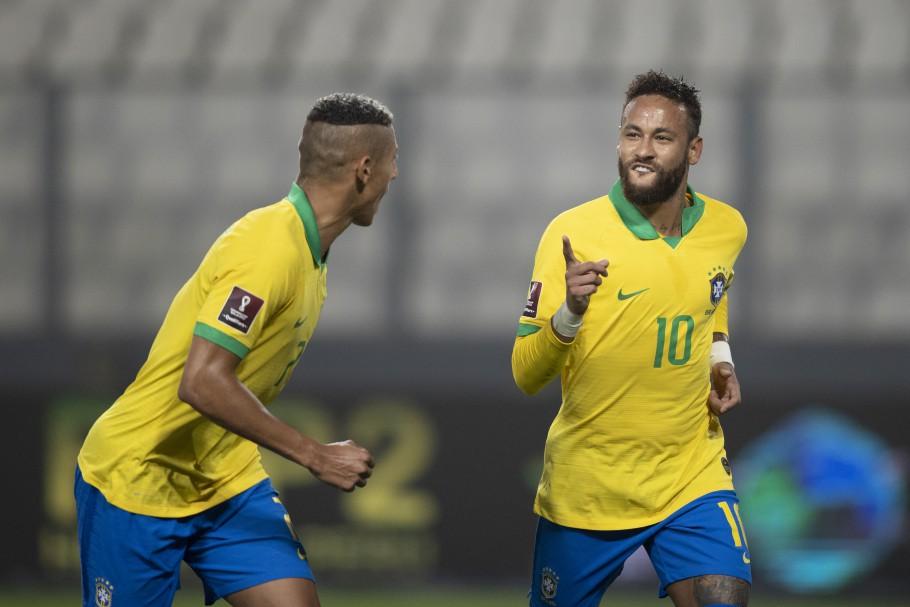 Neymar marca três e Brasil vence o Peru em Lima