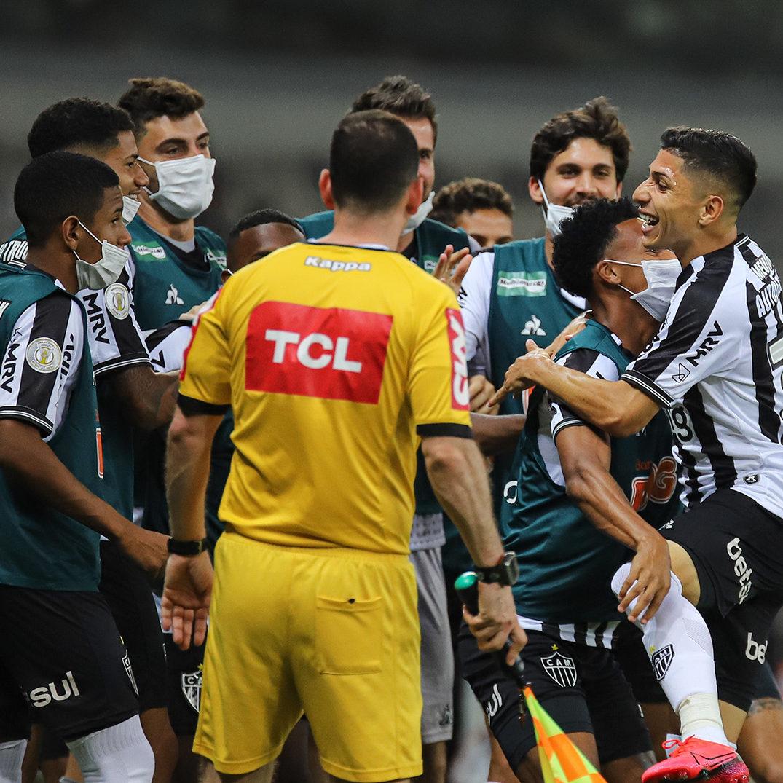 Atlético-MG goleia Vasco e mantém 100% de aproveitamento em casa