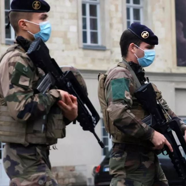 França reforça segurança nas igrejas durante feriado cristão