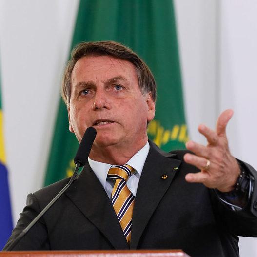 Bolsonaro pede que Pfizer antecipe entregas das vacinas