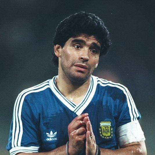 Barcelona e Nápoles prestam homenagens a Maradona