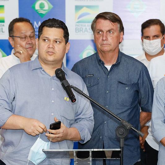 Bolsonaro vai ao Amapá após 19 dias de crise energética