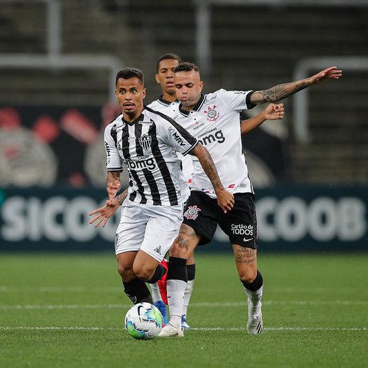 Atlético-MG vence o Corinthians e é o novo líder do Brasileirão