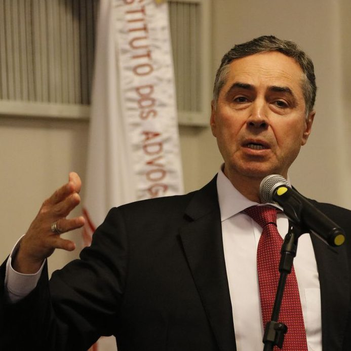 Presidente do TSE faz pronunciamento e pede a eleitores que votem