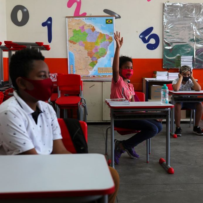 Mais 1.300 escolas retomam aulas presenciais em São Paulo ...