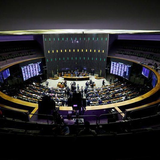 Disputas no Congresso jogam votações da renda social para 2021