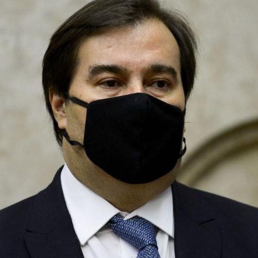 Guedes admite travar 13º do Bolsa Família e Maia retira MP