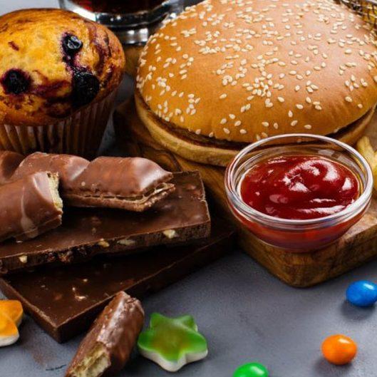 Reduzir consumo de ultraprocessados é desafio de quebra de hábito