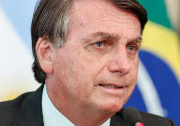 """Bolsonaro diz que manter auxílio seria """"caminho para insucesso"""""""