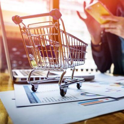 Consumidores e empresários se preparam para compras de fim de ano