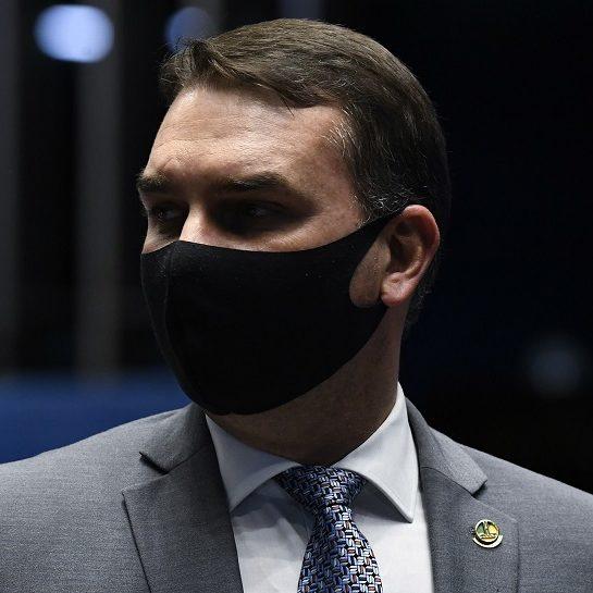 Partidos querem que Flávio Bolsonaro entregue relatórios da Abin