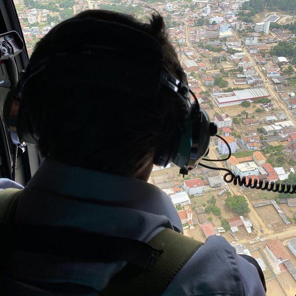 Bolsonaro sobrevoa áreas atingidas por chuva em Santa Catarina