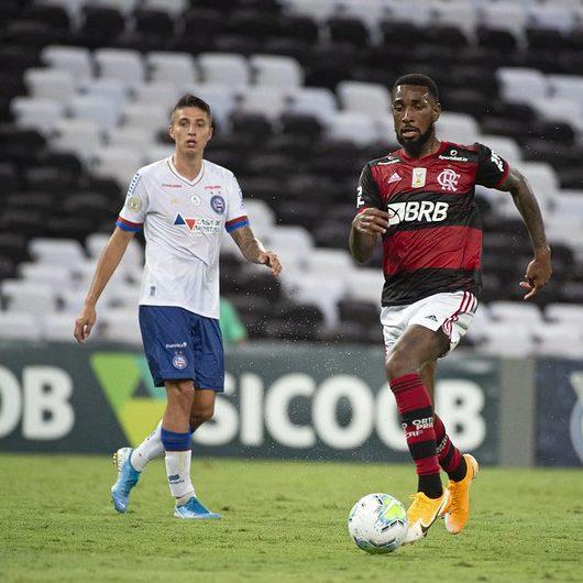 Flamengo vence de virada o Bahia com um a menos