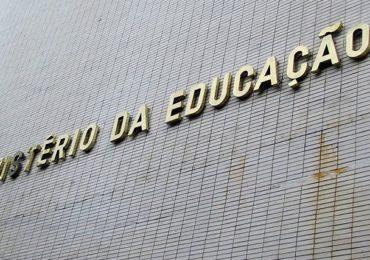 MEC revoga portaria sobre aulas presenciais em universidades