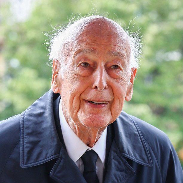 Políticos homenageiam ex-presidente francês morto de Covid-19