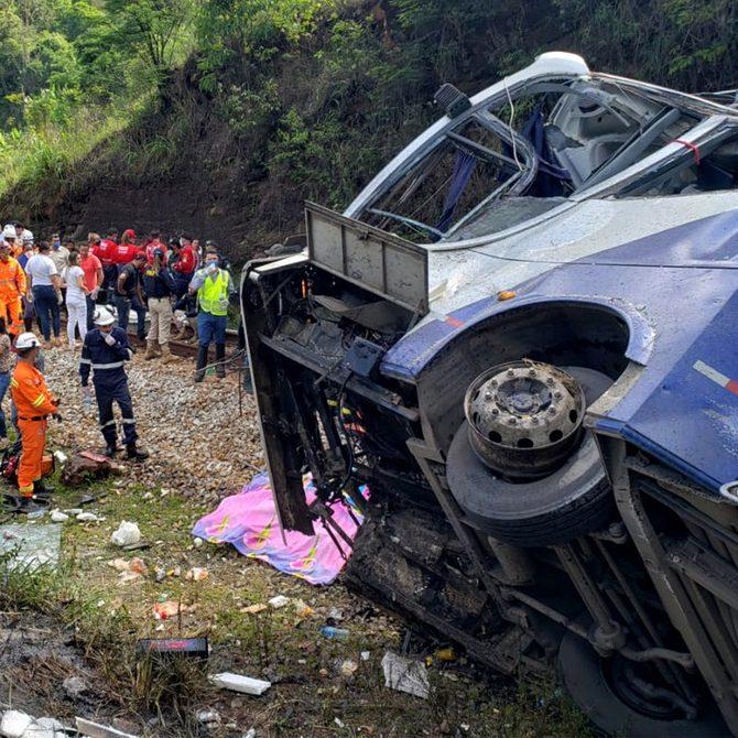 Sobe para 19 o número de mortos do acidente em MG