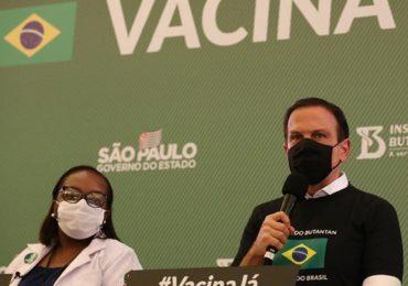 Doria rebate Pazuello e envia doses da CoronaVac ao Amazonas