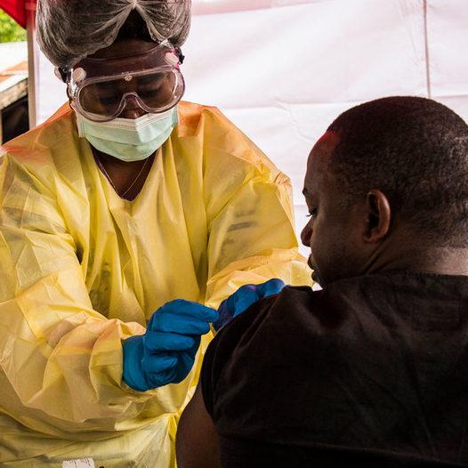Organizações internacionais criam estoque global de vacinas contra ebola