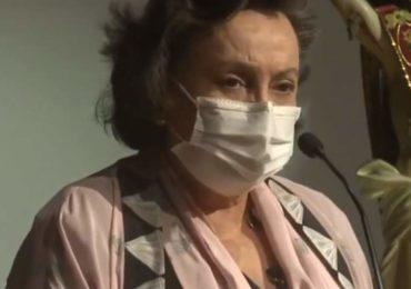 Médica da Fiocruz chora e culpa governo por falta de vacinas