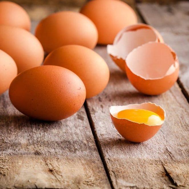 Frango e ovos são boas alternativas para refeições no verão