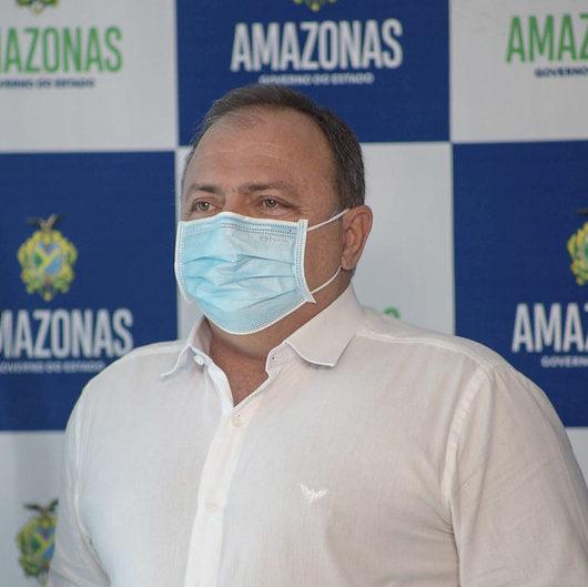 """Ministro entrega leitos em Manaus e fala de """"gargalos"""" na Saúde"""