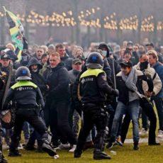 Holandeses protestam contra medidas sanitárias