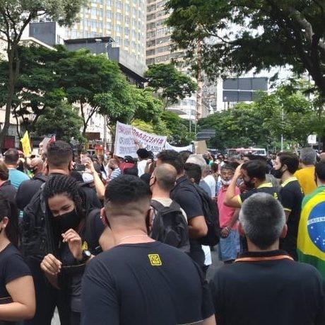 Protestos marcam fechamento do comércio em Belo Horizonte