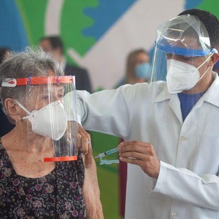 SP inicia vacinação de idosos acima de 85 anos em fevereiro