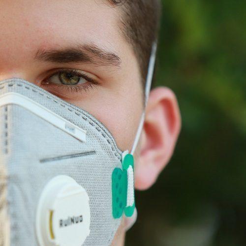 Inglaterra deixa de exigir máscaras e retira restrições contra Covid-19