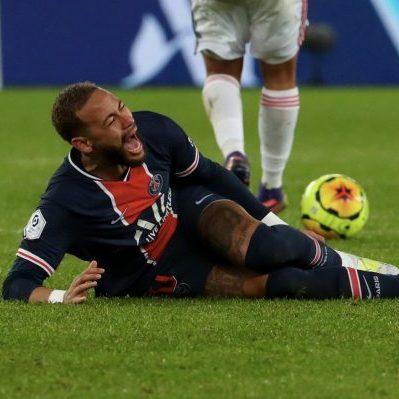 Neymar sofre lesão e está fora do confronto contra o Barcelona