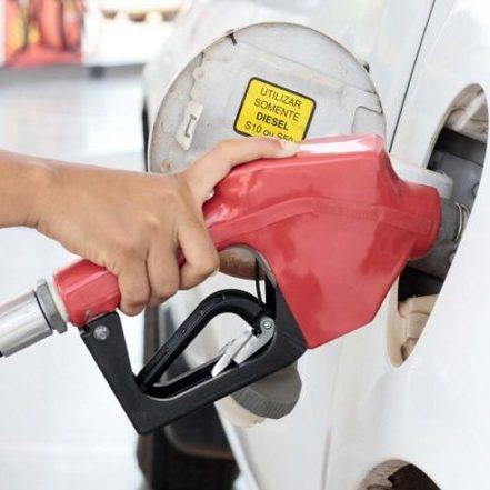 Lira cobra governadores e promete votar ICMS fixo para combustíveis