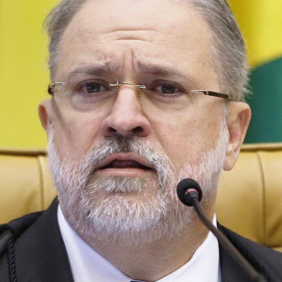 Aras critica inquérito contra procuradores da operação Lava-Jato