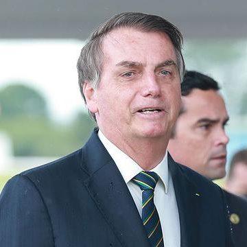 Senado aprova PL sobre vacina da Pfizer e Bolsonaro fala em veto