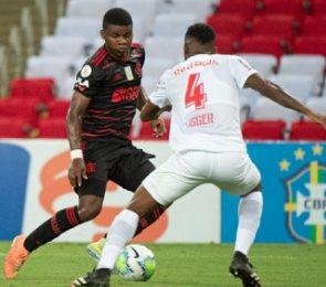 Flamengo empata com o Bragantino e perde chance de ser líder