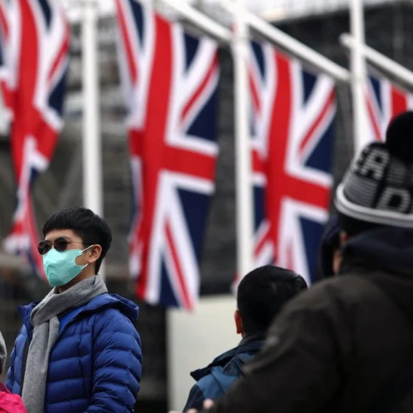 Reino Unido flexibiliza lockdown e prioriza aulas presenciais em retomada