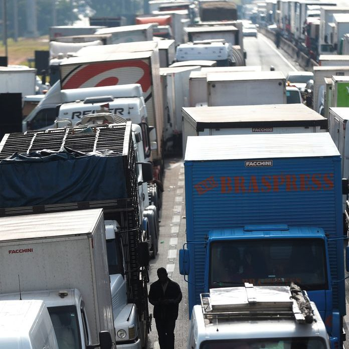 Caminhoneiros confirmam paralisação para esta segunda-feira