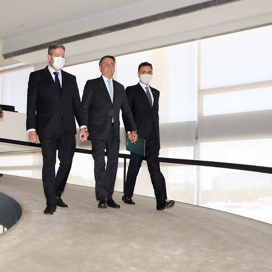 """Bolsonaro se reúne com Lira e Pacheco: """"Clima o melhor possível"""""""