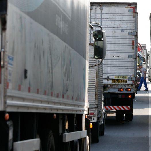 Caminhoneiros com destino à Argentina serão testados para Covid