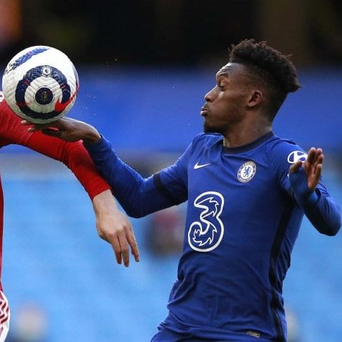 Chelsea e United empatam e Manchester City dispara na liderança
