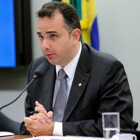 Pacheco: governo deve assumir riscos e garantir compra de vacinas