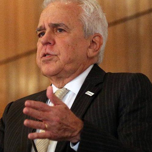 Petrobras convoca assembleia para trocar presidente da estatal