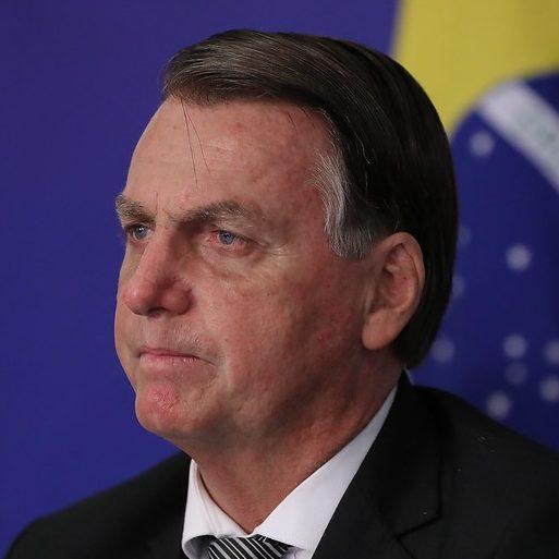 AGU recorre de queixa contra Bolsonaro sobre cheques de Queiroz