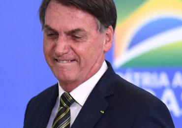 Bolsonaro ignora recorde de mortes e diz que mídia criou pânico
