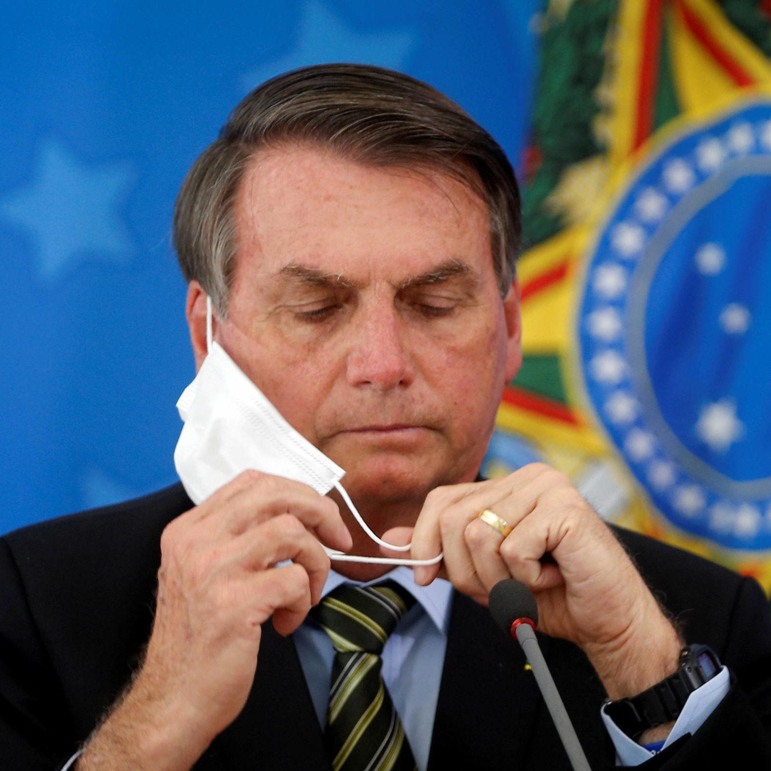 Bolsonaro volta a criticar isolamento social no pior momento da pandemia